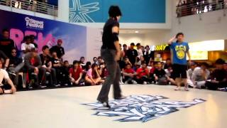 Bgirl Mislee exhibition battle in singapore.