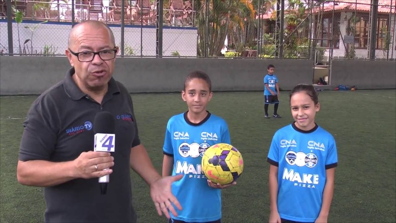 fa6a809db96f9 Escolinha de futebol do Grêmio com matrículas abertas - YouTube