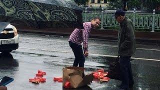 В центре Москвы образовалась пробка из-за выпавших из машины секс-игрушек