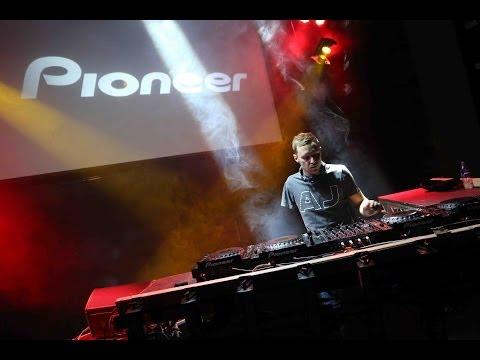 DJ Matt Howes- 1 DJ, 1 Arm, 4 Decks... LIMITLESS Talent