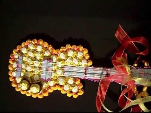 Фото гитары из конфет своими руками