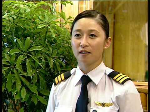 Nữ phi công Canada gốc Việt