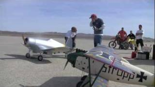 Giant RC Corsair CARF Maiden Flight with Radial 250cc Engine El Mirage 2012 Jan