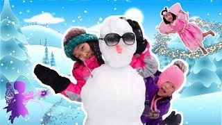 마법 요술봉으로 눈의 요정이 눈을 내려줬어요 pretend play builds a SNOWMAN SNOWBALL FIGHT challenge!