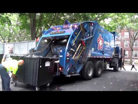 Republic Services 1032  ~ CNG Mack LEU McNeilus Rear loader