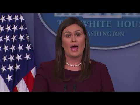 """The White House says former aide Omarosa Manigault Newman has """"shown a complete lack of integrity"""" with her criticism of U.S. President Donald Trump and that his tweets referring to her as a """"dog"""" have """"absolutely nothing to do with race."""" (The Associated Press)"""