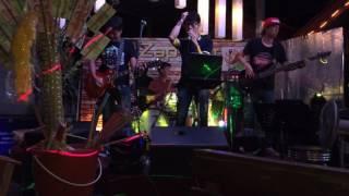 Живая музыка в типичном тайском кафе