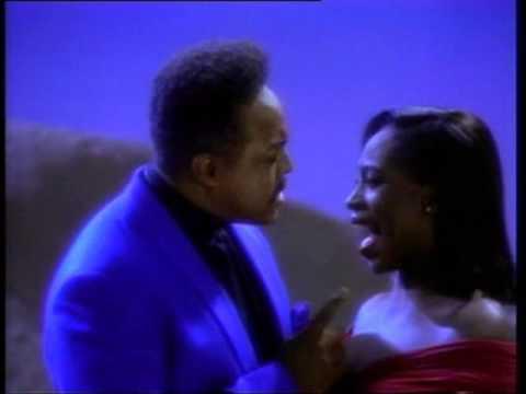 Peabo Bryson and Regina Belle singing 'Um...