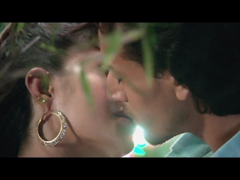 Tiger & Jacqueline's Kissing Scene In 'A...