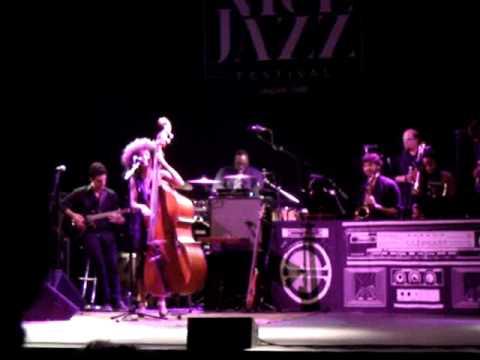 Esperanza Spalding - Smile Like That Live @Nice Jazz Festival