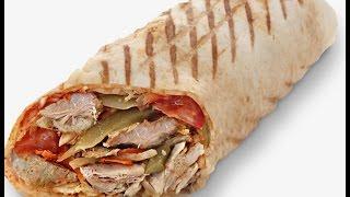Шаурма с курицей и соусом.Shawarma with chicken and sauce