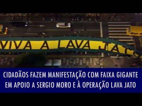 Cidadãos fazem manifestação com faixa gigante em apoio a Sergio Moro e à Operação Lava Jato