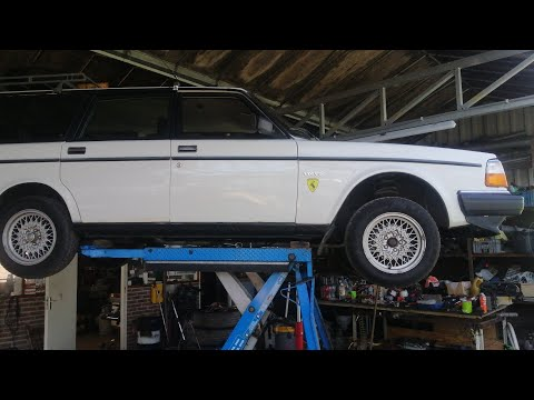 Volvo 240 Differential Oil Change - @ThatWhiteVolvo