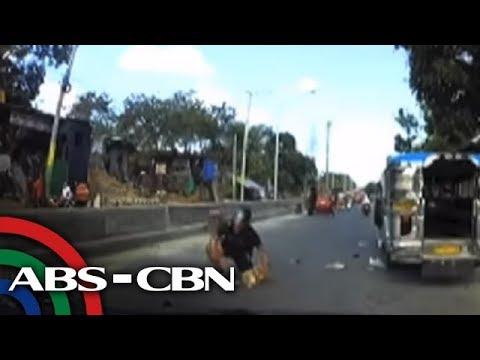 PANOORIN: Pekeng pulis na tumangay ng cellphone, nabangga ng biktima