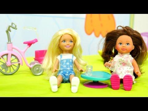 Barbie Chelsea ve Steffi Evi kukla oynuyoruz