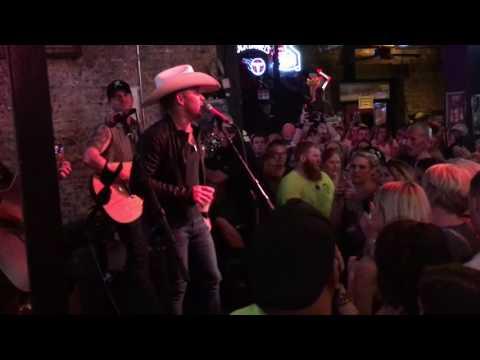 "Tailgate Watch: Justin Moore's ""Kinda Don't Care"" Bar Crawl In Nashville, TN"