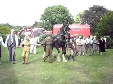 Thomas the Horse dancing at Rufford 40's weekend