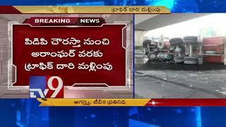 Petrol tanker topples, causes leak - TV9