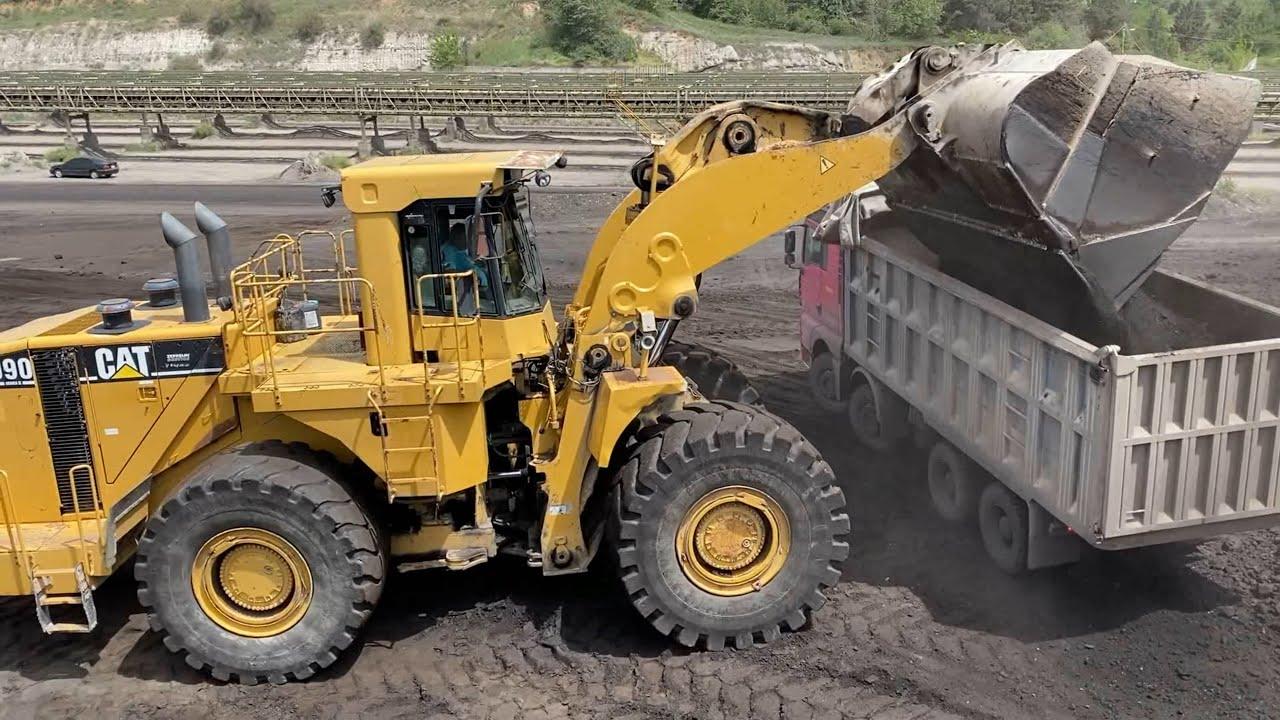 Caterpillar 990 Wheel Loader Loading Coal On Trucks - Ektor Ate