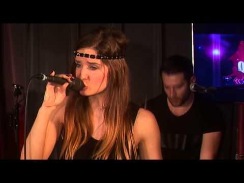 Iana - Soldier (live bij Q)