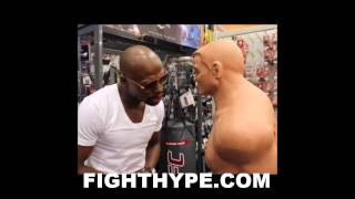 FLOYD MAYWEATHER CLOWNS MANNY PACQUIAO AND SHOULDER INJURY; SLAPS DUMMY AND SAYS