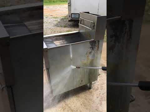 Steam cleaning commercial deep fryer