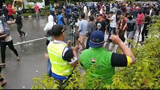 Demo rusuh didepan bandara Intl Sepinggan.