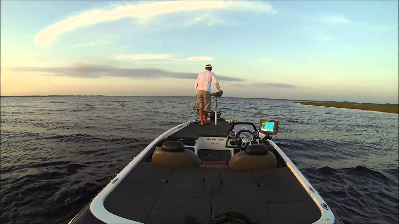 West lake toho bass fishing in a skeeter fx20 youtube for Lake kissimmee fishing report
