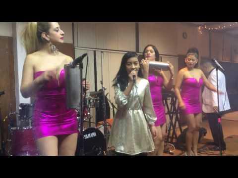 Capullo y cerullo interpretada por Raquel Garcia y el grupo Kaoba