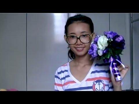 Hoa cầm tay dáng tròn sắc tím