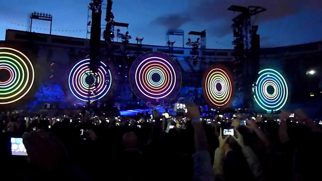 Download Coldplay - Mylo Xyloto + Hurts Like Heaven (LIVE MADRID 2012) [HD/HQ]