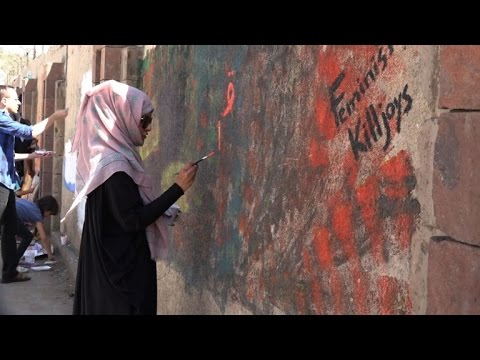 Yemeni artists paint on walls to protest war