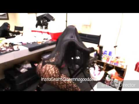 Nicki Minaj twerks on Tidal (Full Video) thumbnail