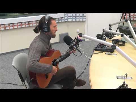 Известный гитарист Estas Tonne в эфире Радио Вести