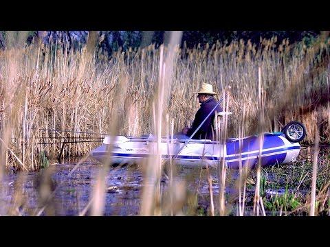 с лодки в камышах ловля красноперки