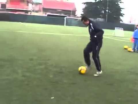 Dạy học đá bóng ở Hà Nội   Bài tập cảm giác bóng 03   lopbongda