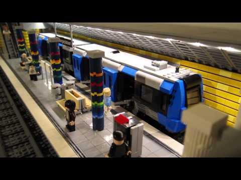 Stockholm tunnelbana i LEGO - med motoriserat tåg