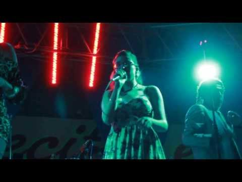 MAGALY GARCIA cantando con la SONORA DINAMITA