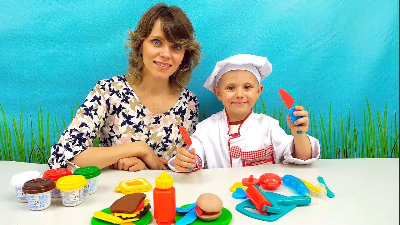Детская передача ВЕСЁЛАЯ КУХНЯ с Даником и его мамой - Лепим Бутерброды из теста  BURGER DELI