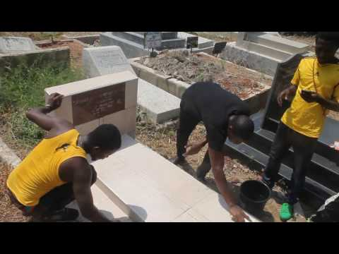 Bonchanka's Manager and Boomgi man wash the tomb of Terry Bonchaka