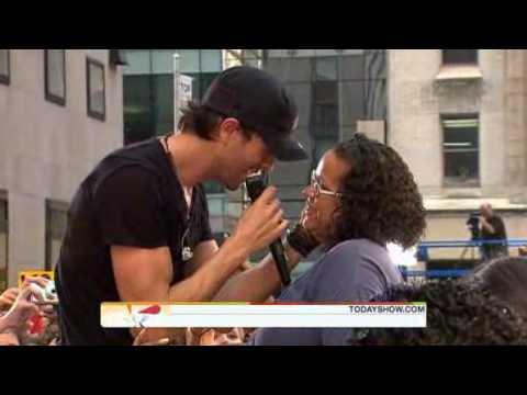 Enrique Iglesias at Today Show 2010  Hero