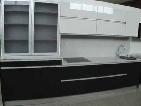 Cocina blanco y negro con vitrina de aluminio youtube for Vitrinas de cocina ikea