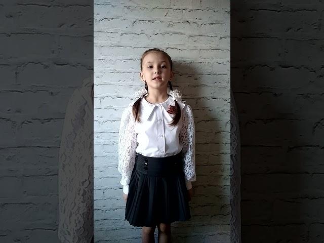 Изображение предпросмотра прочтения – АннаСолина читает произведение «Это было в мае на рассвете» (Рублев Георгий)