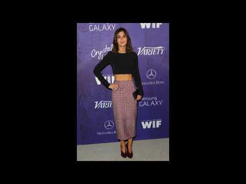 Lizzy Caplan Street wear / Street Snap / Fashion Recommend to you