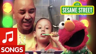 Repeat youtube video Sesame Street: Healthy Teeth, Healthy Me: Brushy Brush PSA
