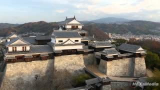 伊予松山城を4Kドローンで空撮。 高さのあるダイナミックな山城を空撮し...