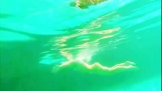 實拍美女彩繪泳衣水中真假難辨不掉色