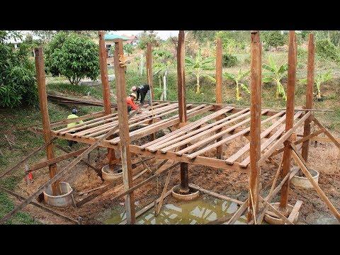 Bau eines Holz-Pavillons im Fischteich – Nordost-Thailand, Isan, Khon Kaen
