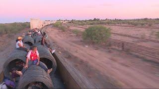 """Mexique : à bord de """"la Bestia"""", le train de marchandises emprunté par les migrants"""