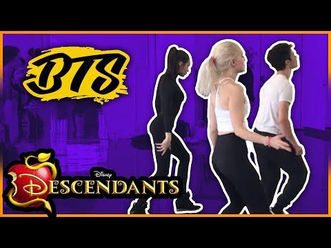 Cameron Boyce, Dove Cameron, Sofia Carson \u0026 Booboo Stewart Dancing